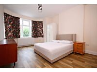 THREE BEDROOM FLAT OVERLOOKING GLADSTONE PARK
