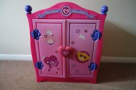 EXCELLENT CONDITION BUILD A BEAR PINK WARDROBE, FOLD OUT BED, SLEEPING BAG AND DRAWSTRING BAG