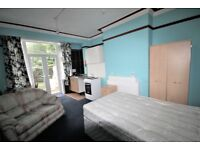 Double room with own kitchen and shared bathroom, Edgbaston, B17