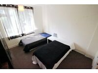 BEAUTIFUL TWIN ROOM TO RENT IN KINGS CROSS WITH LOVELY FRIENDS CLOSE TO THE TUBE STATION. 39C