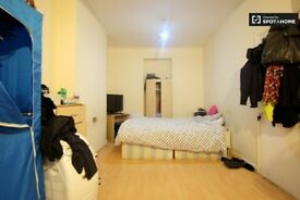 2 Weeks Deposit.Triple room with 3 single beds, private toilet, Acton Central, West London. All incl