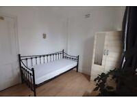 Large Single Room in Buckhurst HIll - Central Line