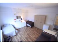 LOVELY LARGE TWIN ROOM TO RENT IN MANOR HOUSE AREA NEXT TO THE TUBE STATION. 13M