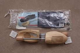Pair of Wooden Shoe Trees Stretcher Shaper Keeper Mens Ladies UK 3, 5.5 Brand New