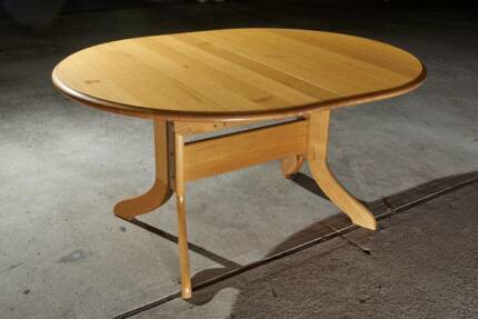 Tasmanian Oak Extendable Dining Table and 6 Chairs Dining Tables