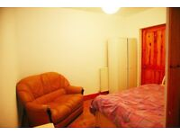 fully furnished room with en suite to let in flatshare in finnieston