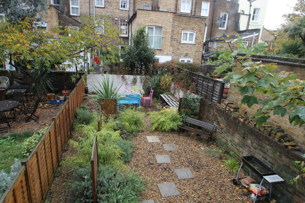 Gorgeous split level two bedroom with its own section of private garden in the heart of Holloway N7