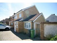 ** LARGE 5 BEDROOM HOUSE AVAILABLE IN CHADWELL HEATH / MARKS GATE RM6 ** AVAILABLE NOW!