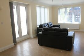 SPACIOUS ONE BED FLAT IN UXBRIDGE TOWN CENTRE- NEAR TUBE SHOPS & BUSES- READY TO VIEW NOW