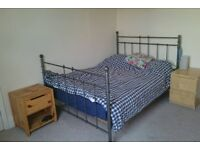 Short term let of Double Room in Large Newly Renovated House with Dog. All Bills Included.