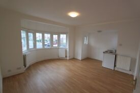 Spacious Studio Flat to rent mins from Hendon Central Station - £950pcm including all bills + Wifi