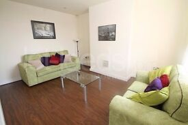 **ATTENTION MATURE STUDENTS & PROFESSIONALS** DOUBLE ROOMS & EN SUITES AVAILABLE TO LET NEAR TOWN