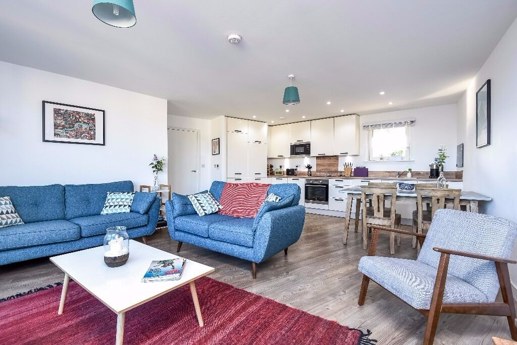 Robinia House - A stunning two bedroom two bathroom apartment to rent in the popular Redwood Park