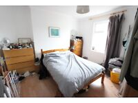 N16. 1 BED to LEt. AVAILABLE NOW. Wood Floors, Open plan kitchen, GCH, D/G. Close to HIGH STREET