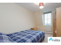 Large 3 double bedroom flat with no lounge right next to Cutty Sark Station in Greenwich.