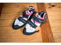 Scarpa Women's Force X climbing shoes, Size 38.5