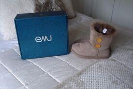emu valery boots in mushroom still in box