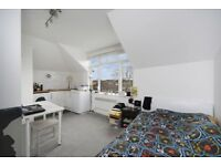 Newly Refurbished Studio Flat - Bright & Airy - Minutes From Mortlake Station - East Sheen - SW14