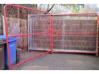 HARRIS/HERRIS FENCING PANELS AND DOUBLE GATES WITH FEET AND CLAMPS