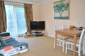 HOMELY ONE BEDROOM GROUND FLOOR APARTMENT IN SECURE DEVELOPMENT NEAR WIMBLEDON STATION. CALL NOW!