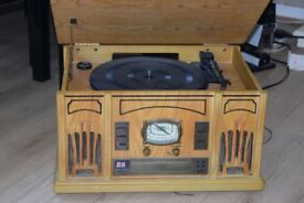 WOODEN RECORD PLAYER/CD/RADIO/BUILT IN SPEAKER CAN BE SEEN WORKING