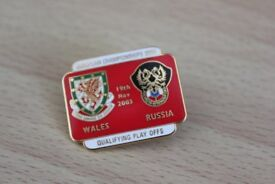 WALES V RUSSIA EUROPEAN FOOTBALL CHAMPIONSHIP ENAMEL BADGE 19th Nov 2003 Only £1.50