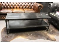 Black metal coffee table with wheels - Industrial Style