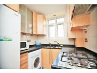 3 bedroom flat in Quadrant Close, The Burroughs, Hendon, NW4