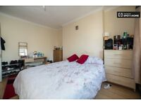Double/Twin room next to Shepherds Bush Market Tube,Zone-2.Central Location.2 Weeks deposit.All incl