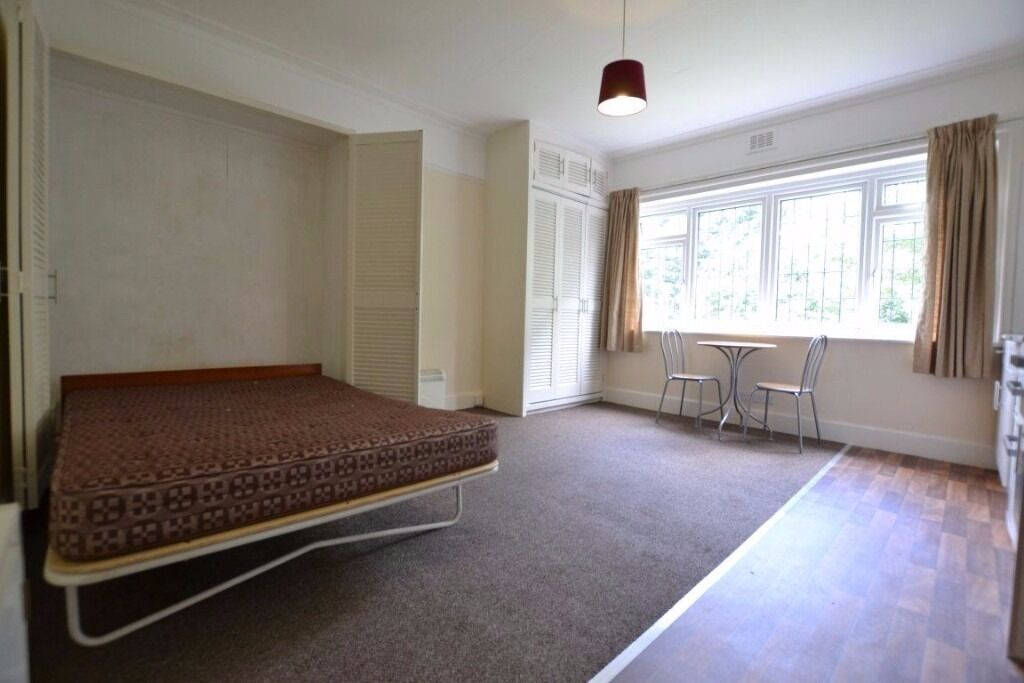 LOVELY Semi-Contained BEDSIT Near ALEXANDRA PALACE - Short Walk From MUSWELL HILL BROADWAY!