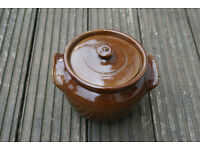 Earthenware pot with lid, lovely design, suitable for the oven