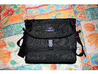 TAMRAC 5685 CAMERA/CAMCORDER BAG - AS NEW