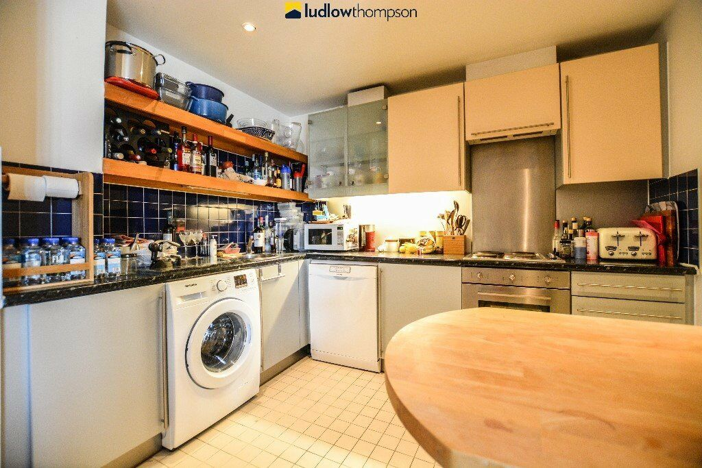 Large and spacious apartment on the seventh floor or the popular Dryden Building. Gym, 24hr porter