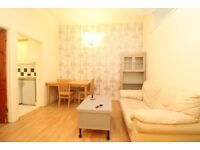 * AMAZING 2 BEDROOM FLAT * PRIVATE DRIVEWAY & GARDEN * WALKING DISTANCE FROM UNDERGROUND STATION