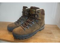 Meindl Borneo mens size 9 hiking boots.