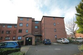 Oppida is proud to market this spacious 2 bedroom property in a quiet residential development