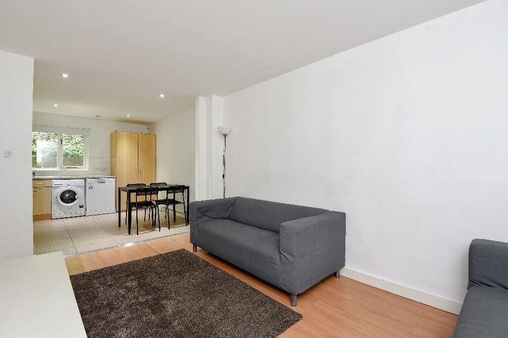 Heritage Place, SW18 - A highly desirable four double bedroom mews house - £2700pcm