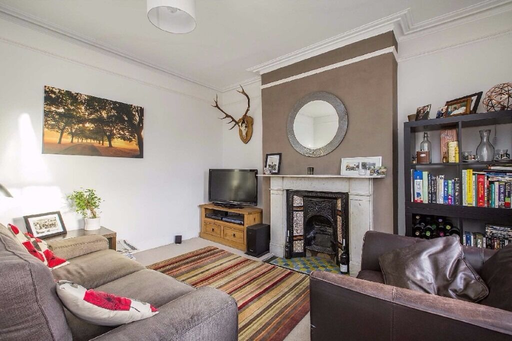 Elmbourne Road, SW17- A well presented one double bedroom flat situated in the popular Heaver Estate