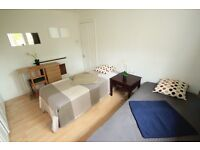 M/ Very big and comfortable twin/double room in camden, Close to Camden road station //37A