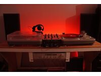 Dj turntables technics speakers Behringer headphones mixer techno house vinyl records equipment