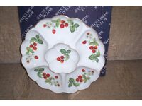 ROYAL WORCESTER ENTREE/NIBBLES DISH, STRAWBERRIES PATTERN.