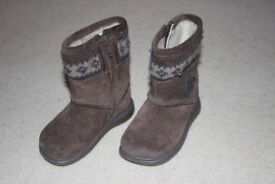 Clarks girls' brown suede boots size 4 1/2 E, hardly worn