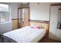 4 Bedroom House in Bangor (Next to SEASIDE) for individuals & groups-Fully furnished+garden+car park