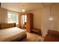 Delightful Two Bedroom Property Minutes Walk From Angel and Kings Cross Tube Station