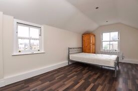 A newly refurbished 3 double bedroom flat in a period conversion. Kings Avenue, Clapham, SW4