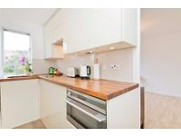 BEAUTIFULLY FINISHED STUDIO APARTMENT OVERLOOKING A PRETTY GARDEN SQUARE MOMENTS FROM CAMDEN TUBE