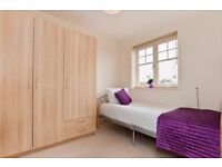 Spacious Single Room in Stunning Townhouse