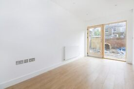 Williams Mews - Amazing Four Bedroom House Within Gated Development
