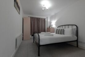 STUNNING ROOM!! Double Bedroom with Garden for BBQ Close to Canary Wharf !!! ZOMBIE FREE!!!