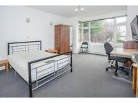 ALL BILLS INCLUDED - SUPERB 3 DOUBLE BEDROOM APARTMENT ON CALEDONIAN ROAD - PERFECT FOR STUDENTS